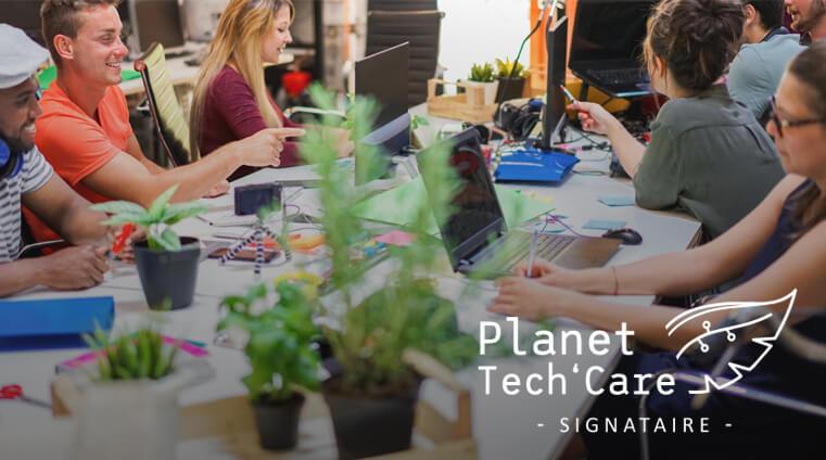 logo Planet Tech'Care signataire avec image d'une équipe travaillant ensemble