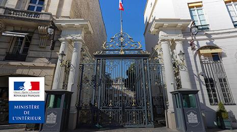 visuel Ministère de l'intérieur : Grille d' entrée du ministère